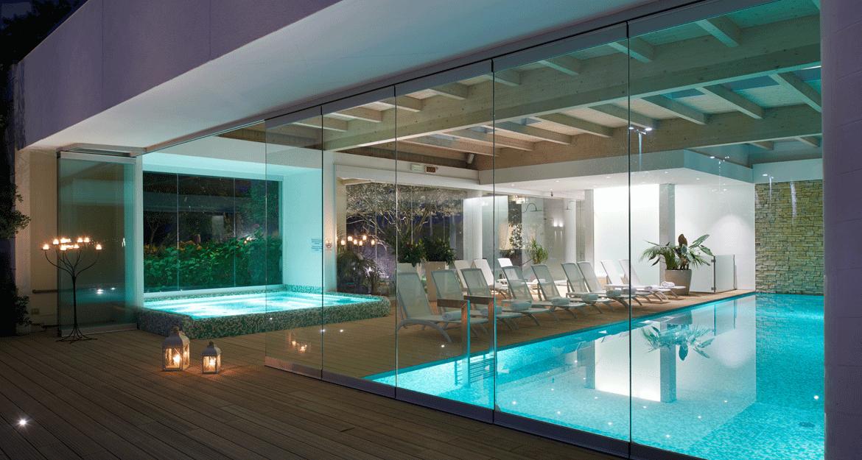 Hotel con piscina coperta jesolo casamia idea di immagine for Piccoli piani di casa con piscina coperta